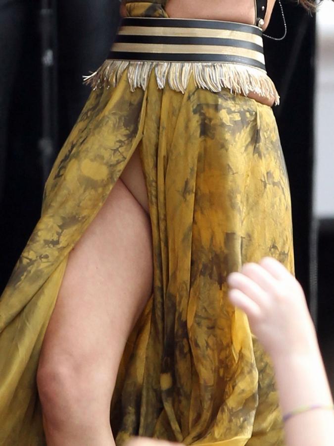 Voyeur peeping masturbating tube