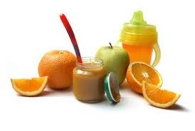 Papinhas e sucos para os bebês de frutas.