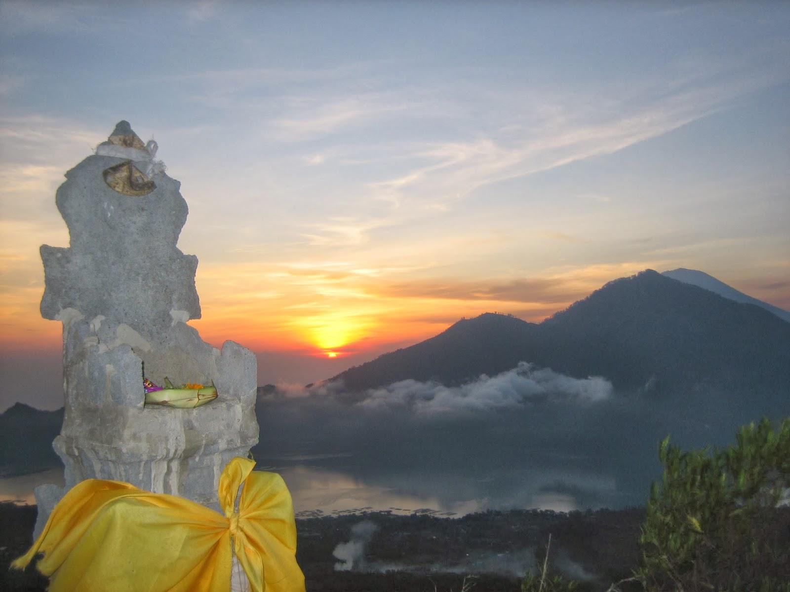 mt-batur-sunrise-hindu-offering-volcano-trek