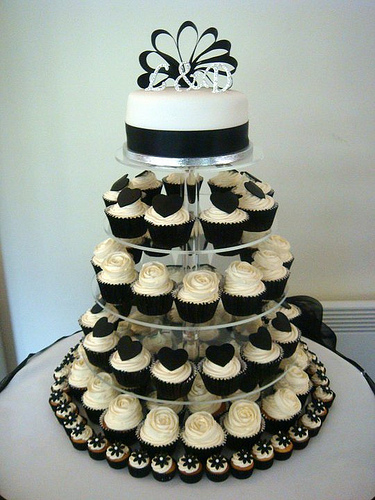 Impressive Black and White Cupcake Wedding Cakes 375 x 500 · 117 kB · jpeg