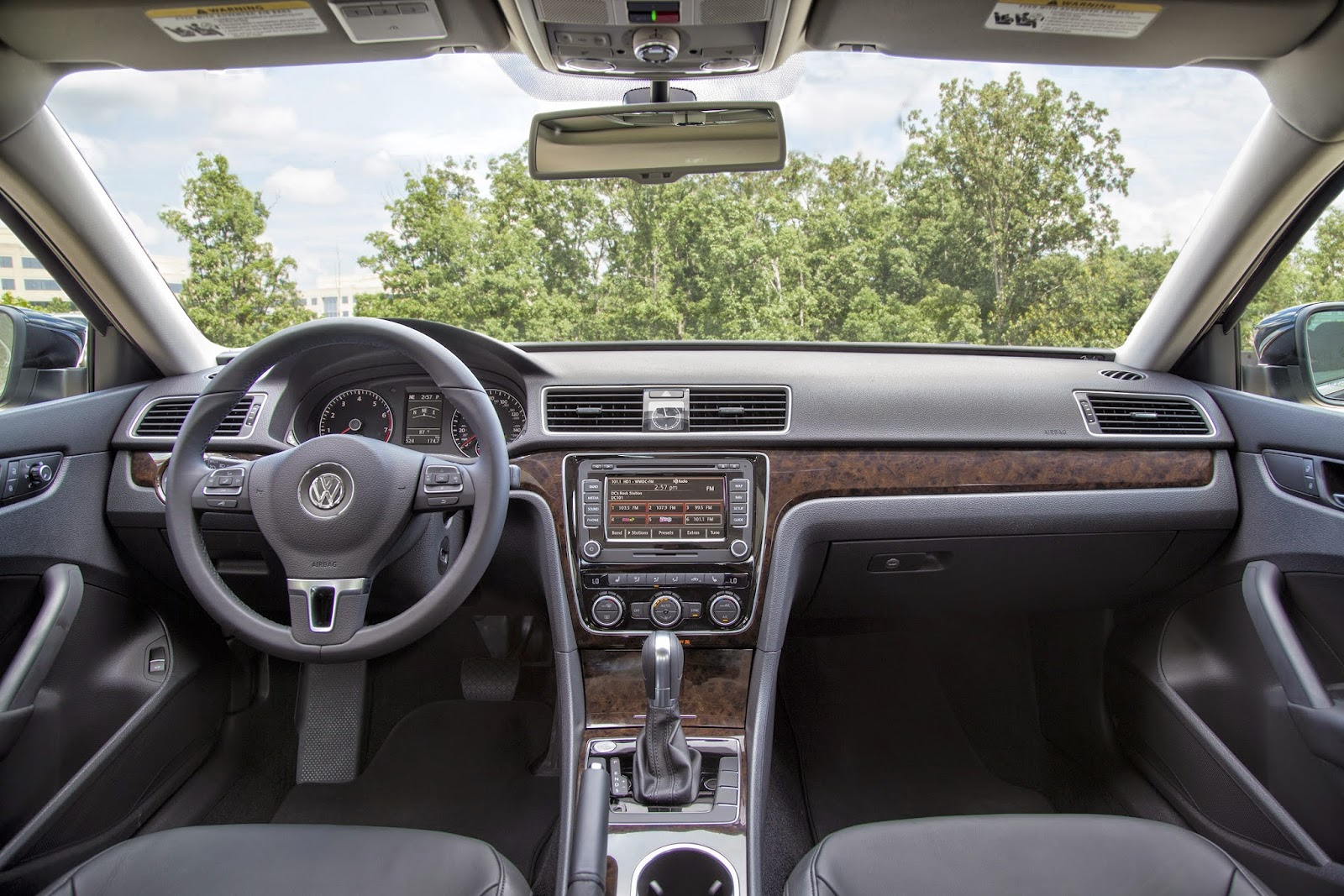 Interior view of 2014 Volkswagen Passat