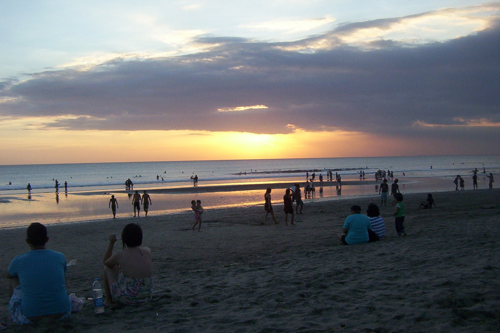 Foto Bugil Turis Bali Payudara dan Paha Berjemur