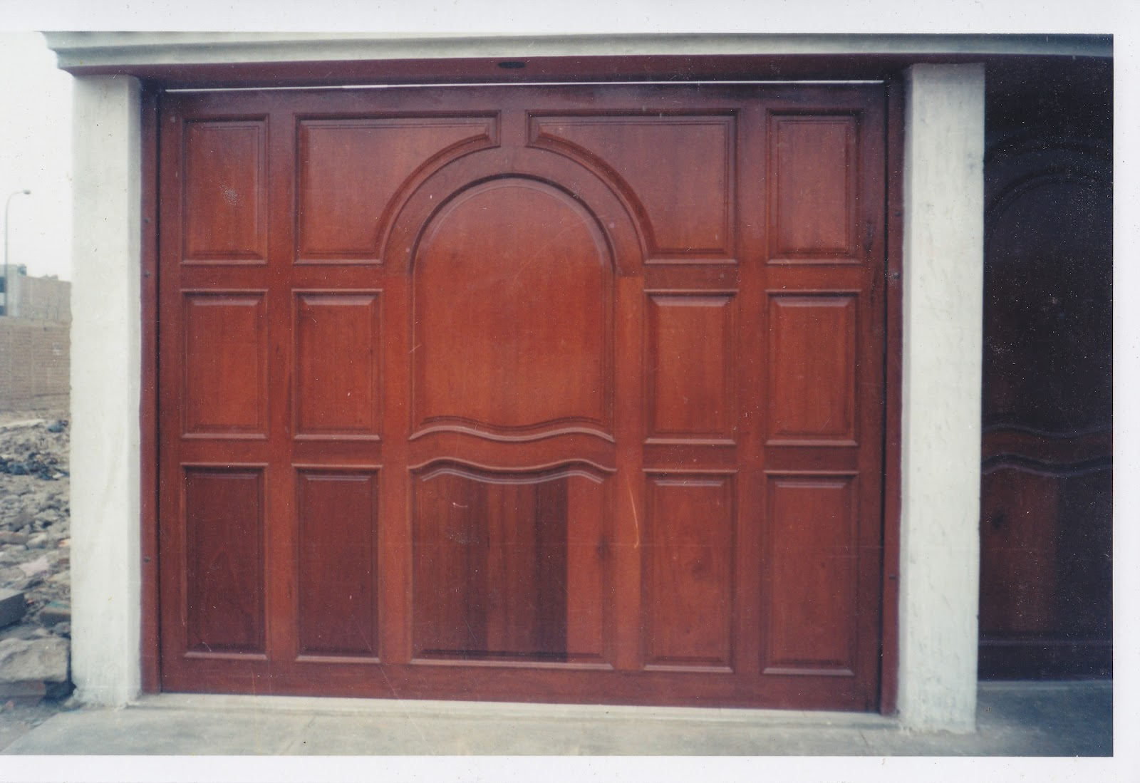 Puerta garaje madera seccional imitacin madera puerta - Tipos de puertas de garaje ...