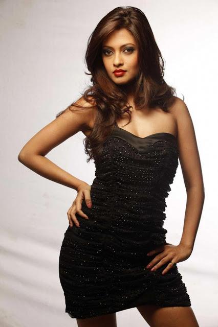 Riya Sen Nude Photos 58