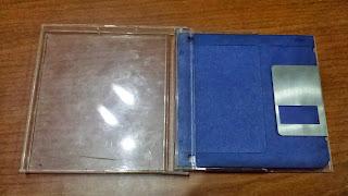 Caja de plástico para proteger los disquetes