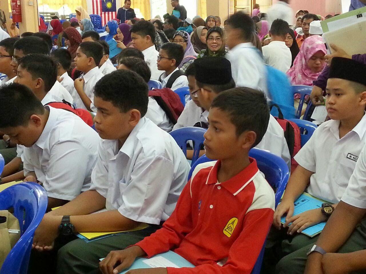 Nukilan pilu pelajar mangsa banjir di Kelantan yg mendaftarkan diri di SM Sains Tuanku Jaafar