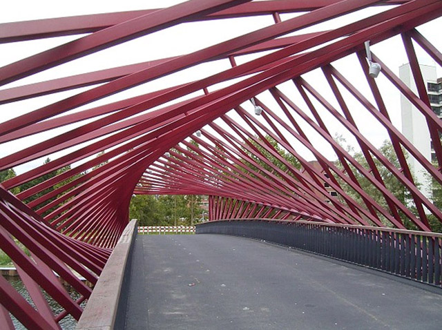 Ponte espiral faz ilusão óptica