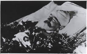 Cadaver de Rudolf, hijo de Sissi