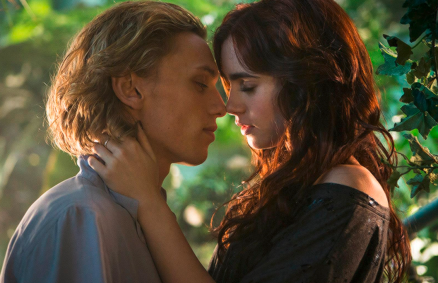 the mortal instruments city of bones clary and jace kiss