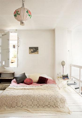 S tia boho bedrooms - Bedroom with mattress on the floor ...