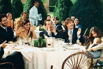 Uomo come non vestirsi ad un matrimonio non si dice - Tavolo 19 streaming ita ...