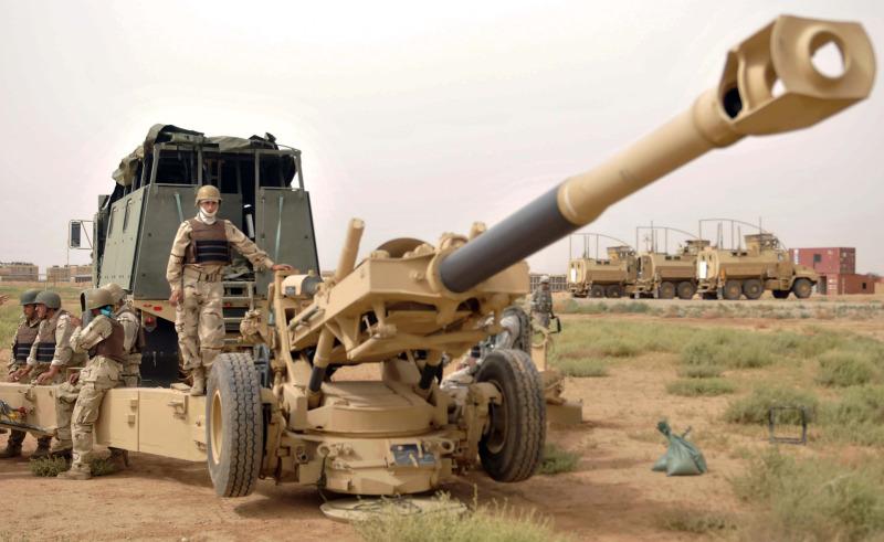 الهاوتز الامريكي M-198 Iraqi+field+artillery+crew+of+105th+Field+Artillery+Regiment%252C+5th+Iraqi+Army+Division+emplace+a+M198+155mm+howitzer