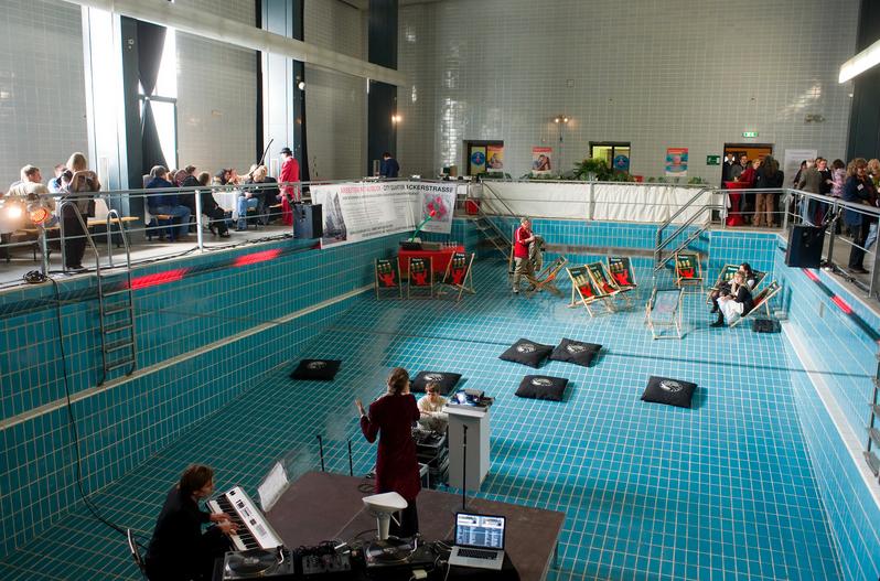 boite berlinoise dans un piscine