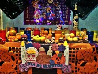 Altar con ofrendas para los muertos