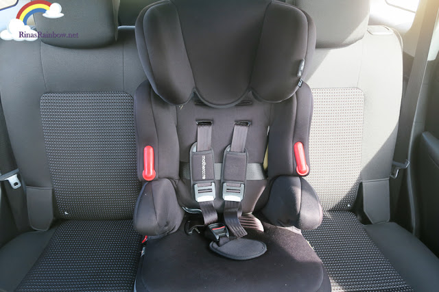 Chevrolet Captiva with car seat