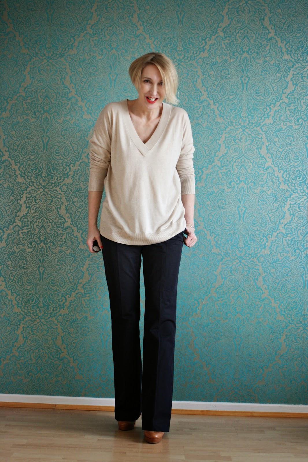Outfit mit Schlaghose und Oversize Pullover