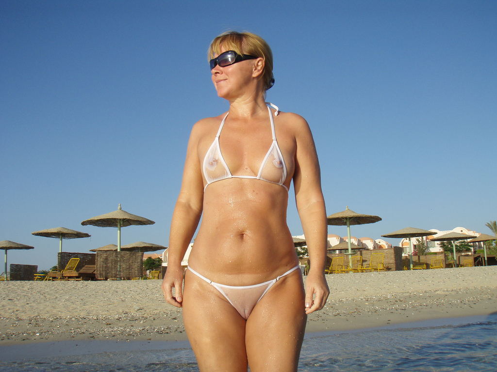 mature camel toe