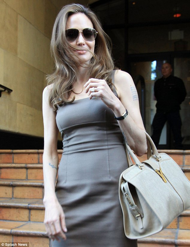 Celebrity Bag: Angelina Jolie and the YSL Cabas Chyc Tote | The ...