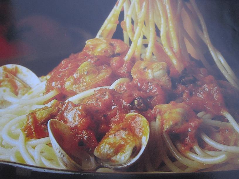 Cocinando espaguetis mar y monte - Espaguetis con chirlas ...