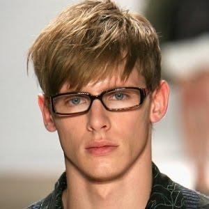 Model Rambut Pria Sisir ke Depan