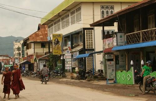 Nyaungshwe street scene