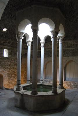 Banys Àrabs Girona. Monuments.
