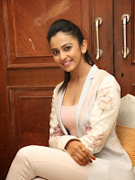 Rakul Preet Glamorous photos at Rough Event-cover-photo