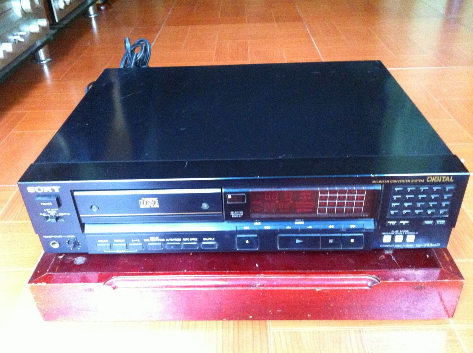 CD Player - Sony CDP-333ESD - Made in Japan