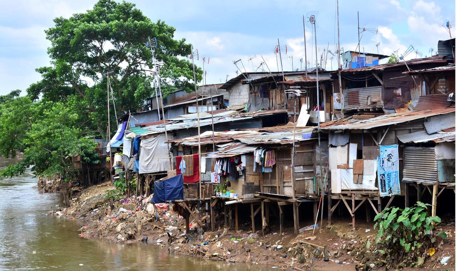 potensi bahaya bangunan rumah di pinggir sungai kovoid