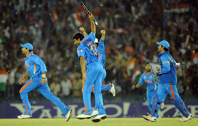 munaf and dhoni celebrating victory