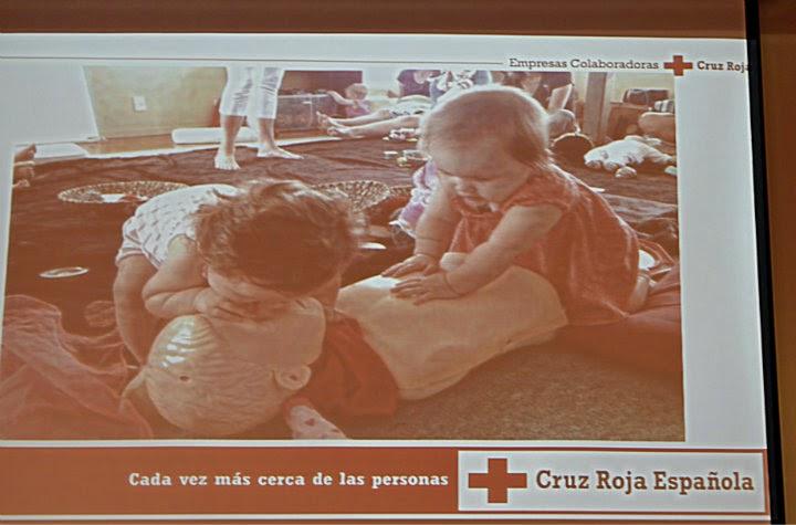 Cruz Roja: niños pequeños reanimando