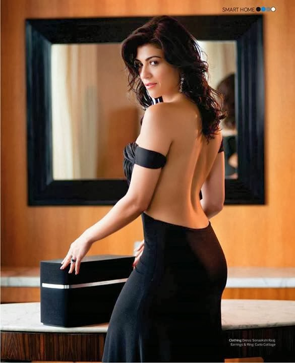 archana-vijaya-in-backless-black-dress