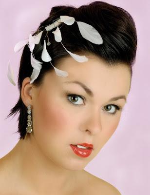 para el da de tu boda puedes llevar un lindo peinado teniendo el cabello corto aunque parece que un pelo corto ofrece menos