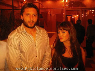 Shahid Afridi With Bold Pakistani Actress Mathira