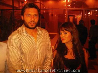 Shahid Afridi With Bold Pakistani Actress Mathira
