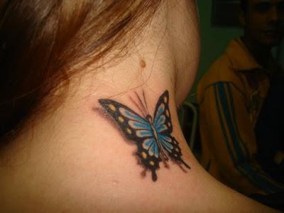 Tatuagem de borboleta,no pescoço