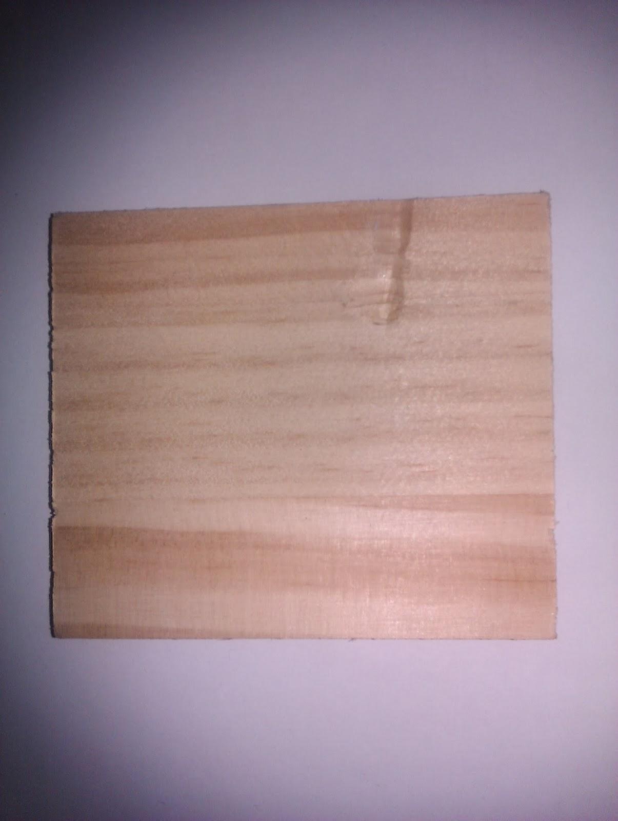 Muestra de madera natural de pino.