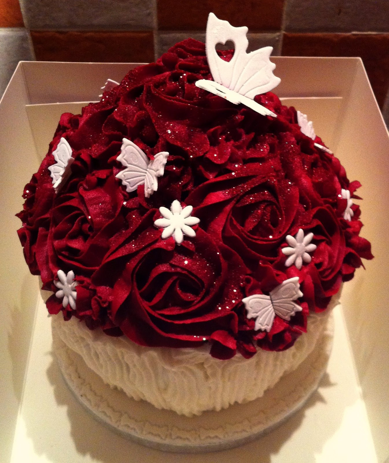 The Fondant Fairy: Red Rose Giant Cupcake!