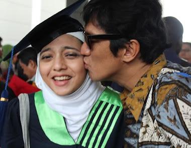 Wisuda Chikita Fawzi Putri ke 2 Ikang Fawzi Marissa Haque MMU Cyberjaya Malaysia 10 Okt 2011