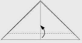 Bước 3: Gấp một phần của cạnh dưới tam giác lên phía trên.