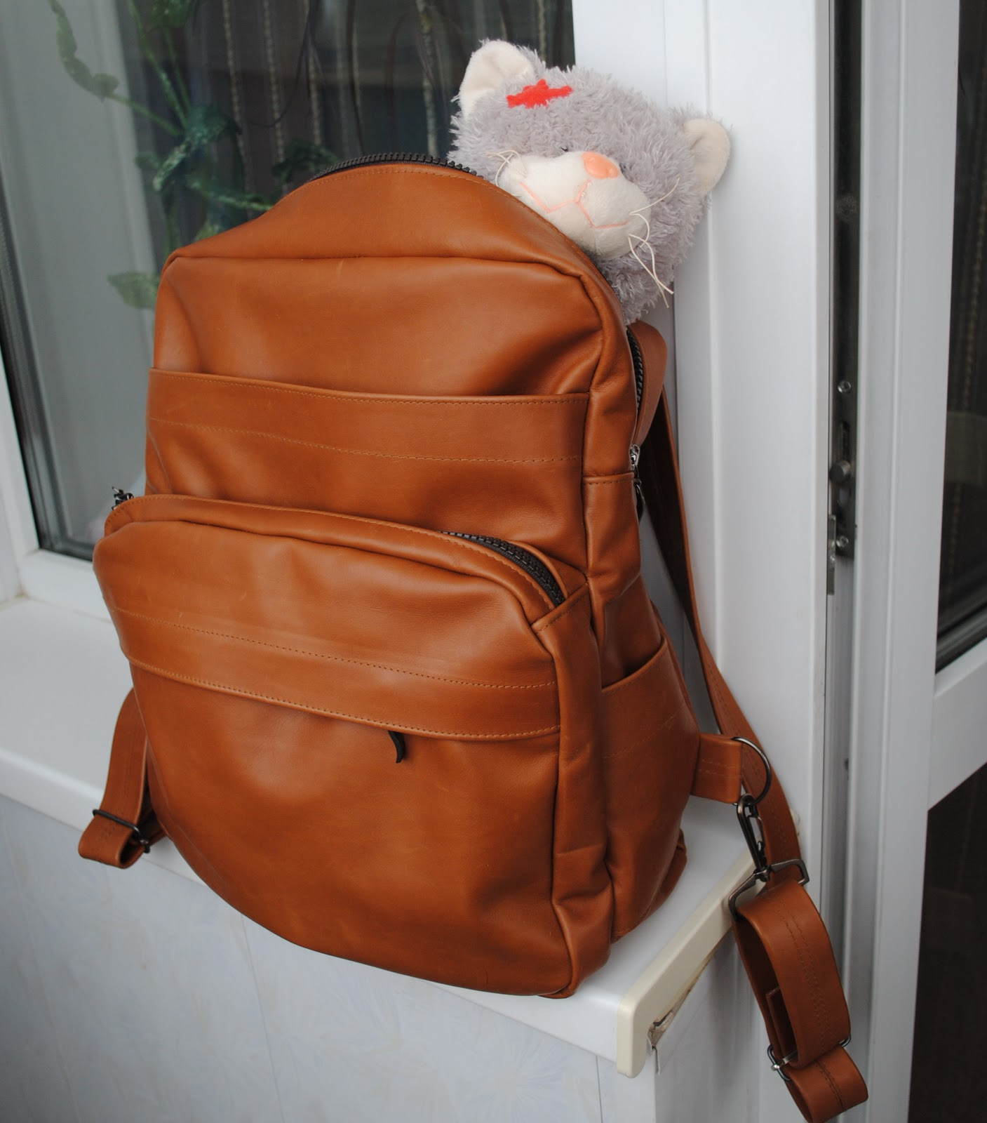 Простой рюкзак из кожи своими руками