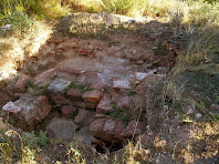 Restes de l'antiga cisterna del Castell de Rosanes