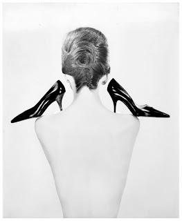 http://pleasurephotoroom.files.wordpress.com/2012/10/guy-bourdin-vogue-paris-1960.jpg
