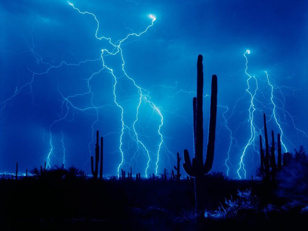 http://3.bp.blogspot.com/-o0MiH9rugec/UEy2G4h5vaI/AAAAAAAAAUo/zi784AcLE2Q/s1600/lightning-hd-wallpaper-4.jpg
