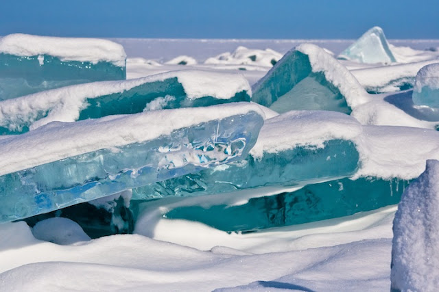 西伯利亞貝加爾湖湖面結冰景象