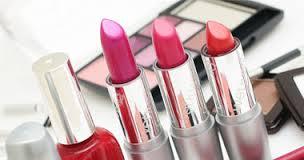 ادوات التجميل بالمرأة