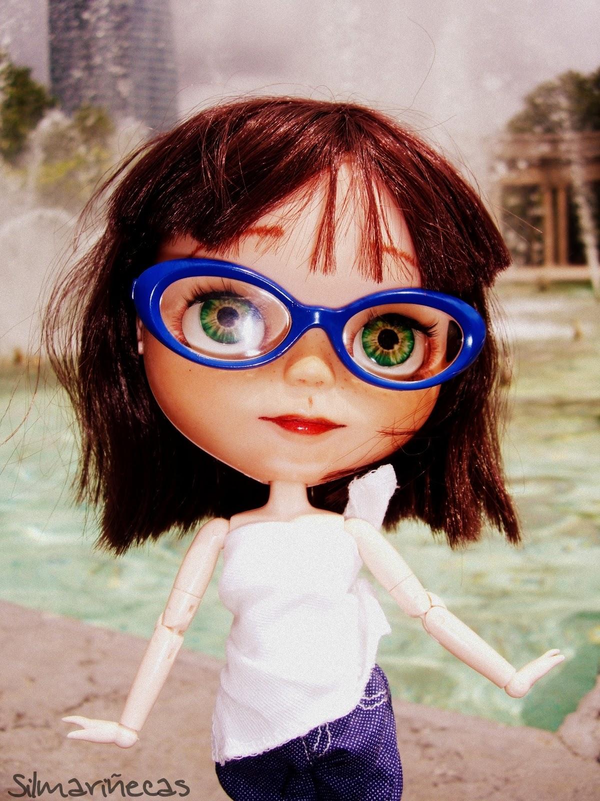 Basaak doll en la fuente del parque de Doña Casilda