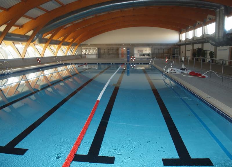 El area de deportes oferta una nueva actividad en la for Piscina villafranca