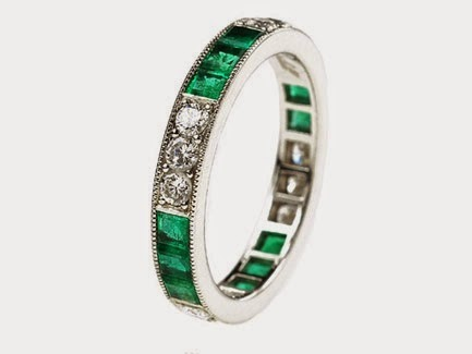 There are a quantity of popular cuts and configurations that one can utilize for emerald stones. Some of the more famous rings are emerald solitaire rings or a typical emerald with side stones