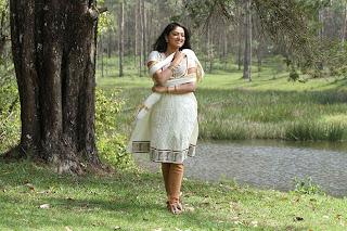 Haripriya Pictures from Vaarayo Vennilave Movie 007.jpg